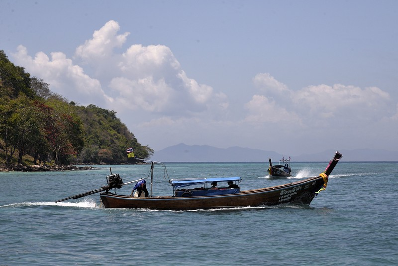 _DG17374-12R Phi Phi Island boats.JPG