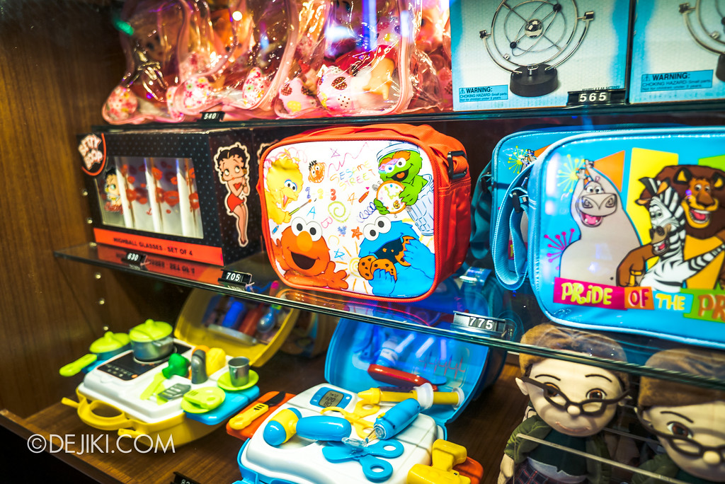 Universal Studios Singapore - Hollywood China Arcade / Arcade Prizes 5