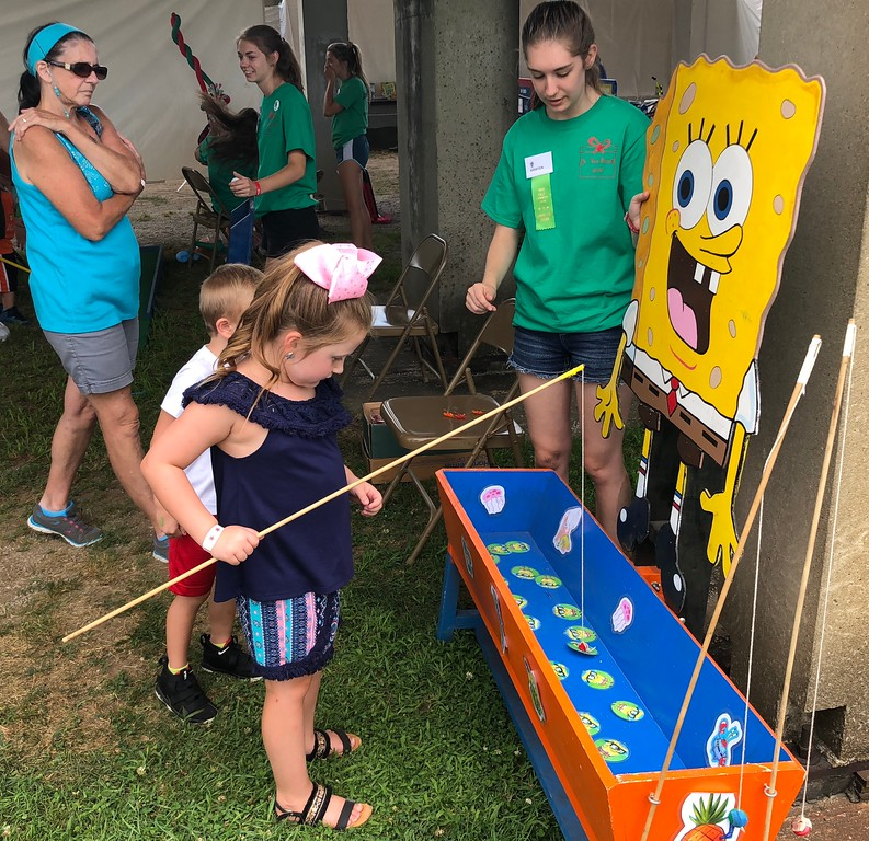 . Tawana Roberts � The News-Herald <br> Six-year-old Alexa Bucar plays a game at the 2018 Lake County Fair on July 26.