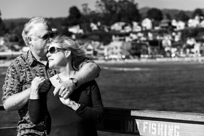6546_d800b_Michael_and_Rebecca_Capitola_Wharf_Couples_Photography