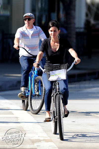 EXCLUSIVE: Courteney Cox Cycles To A Business Lunch On Her Personalized Beach Cruiser!
