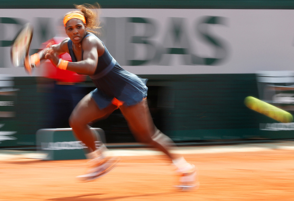 . USA\'s Serena Williams returns to Russia\'s Maria Sharapova during their French tennis Open final match at the Roland Garros stadium in Paris on June 8, 2013. AFP PHOTO / THOMAS COEX/AFP/Getty Images