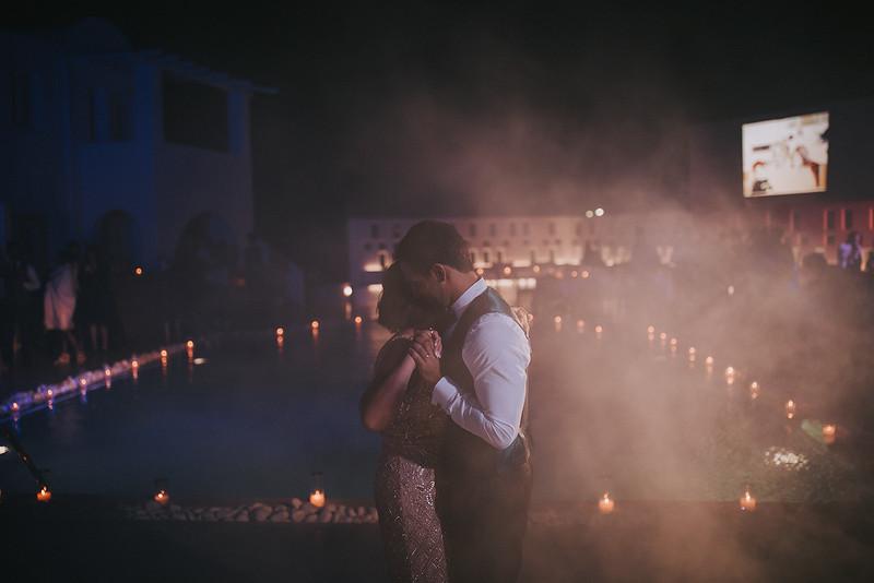 Tu-Nguyen-Destination-Wedding-Photographer-Santorini-Rocabella-Hotel-Euna-Ehsan-904.jpg