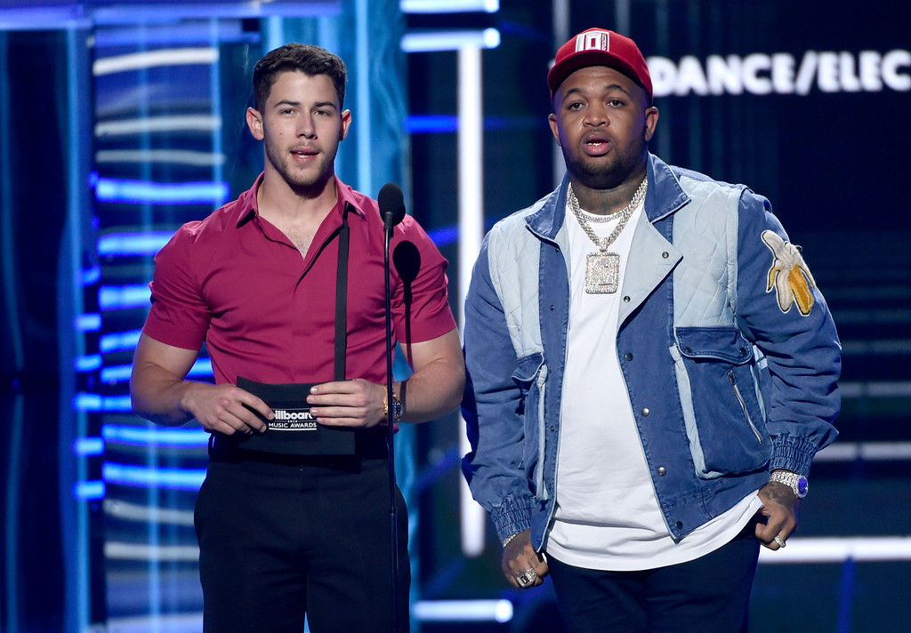 . Nick Jonas, left, and Mustard present the award for top dance/electronica artist at the Billboard Music Awards at the MGM Grand Garden Arena on Sunday, May 20, 2018, in Las Vegas. (Photo by Chris Pizzello/Invision/AP)