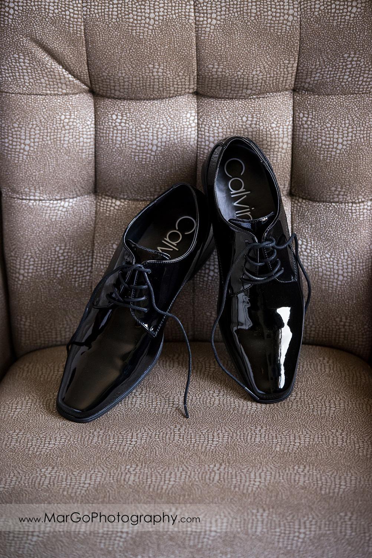 groom's shoes at Pleasanton Marriott