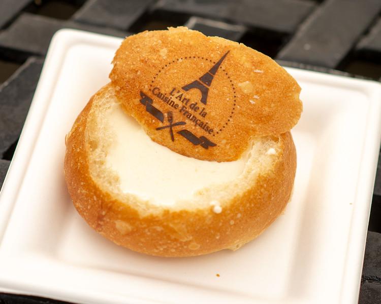 Crème de Brie en Petit Pain - Epcot Walt Disney World