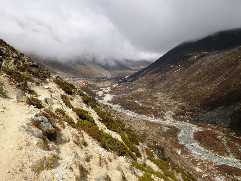 Towards Imja Valley and Dingboche (14,469ft = 4.410m) where we spent Apr 9th night..
