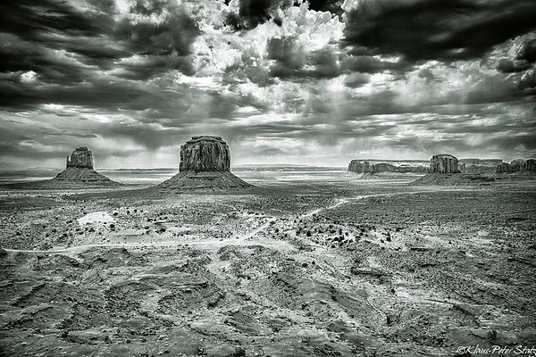 10- Monument Valley in IR - B&W