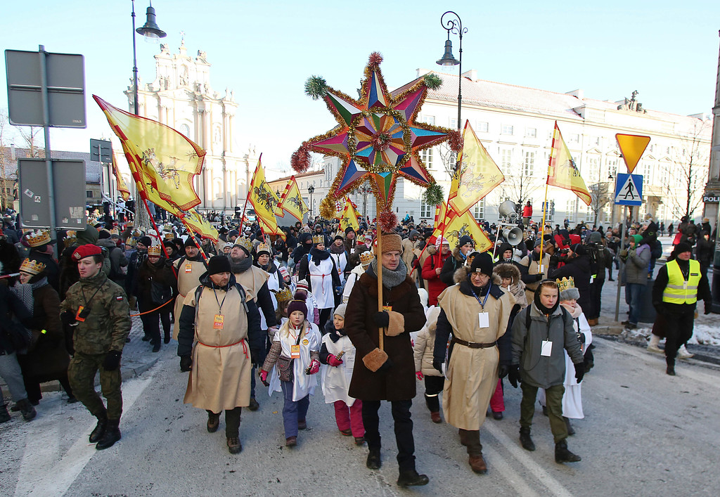 . Participants take part in grand finale of the traditional Epiphany Three Kings\' Day Parade at the Pilsudzki Square in Warsaw, Poland, Friday, Jan. 6, 2017.(AP Photo/Czarek Sokolowski)