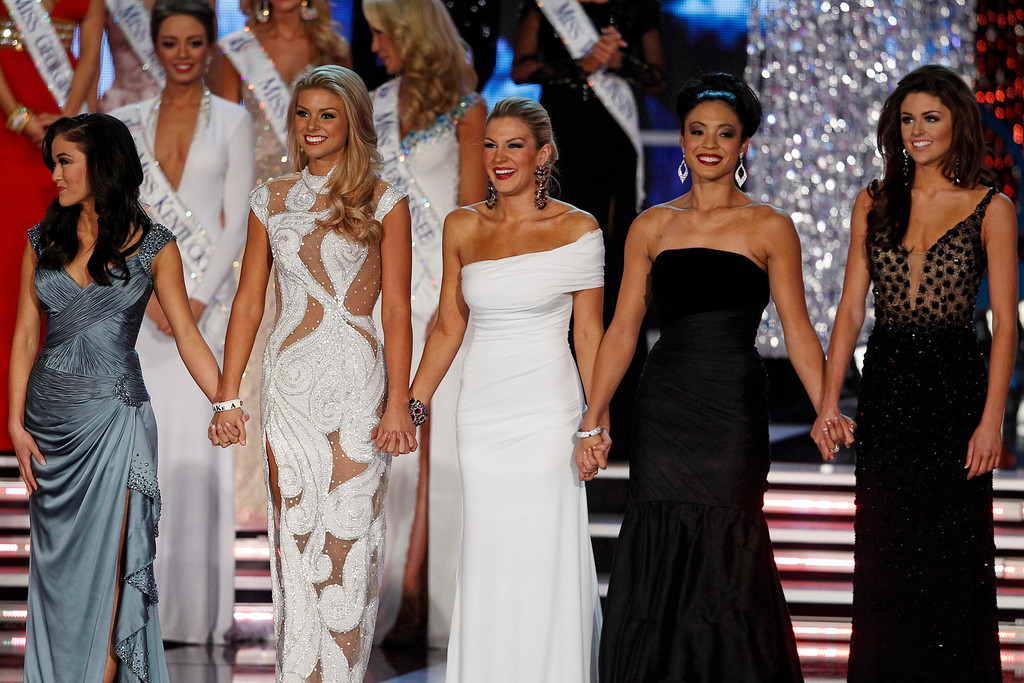 . Miss New York Mallory Hytes Hagan (C) waits onstage with other finalists during the Miss America Pageant in Las Vegas January 12, 2013. From left are: Miss Oklahoma Alicia Clifton, Miss South Carolina Ali Rogers, Hagan, Miss Iowa Mariah Cary, and Miss Wyoming Lexie Madden. Hagan was later named Miss America 2013. REUTERS/Steve Marcus