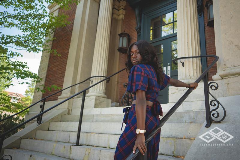 Madison Young Senior Portrait-08376.jpg