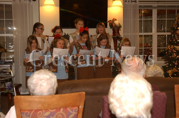 12-12-16 NEWS Girl Scouts at Kingsbury House