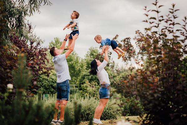 Dana, Ionut, Mathias si Luca - Sedinta Foto de Familie
