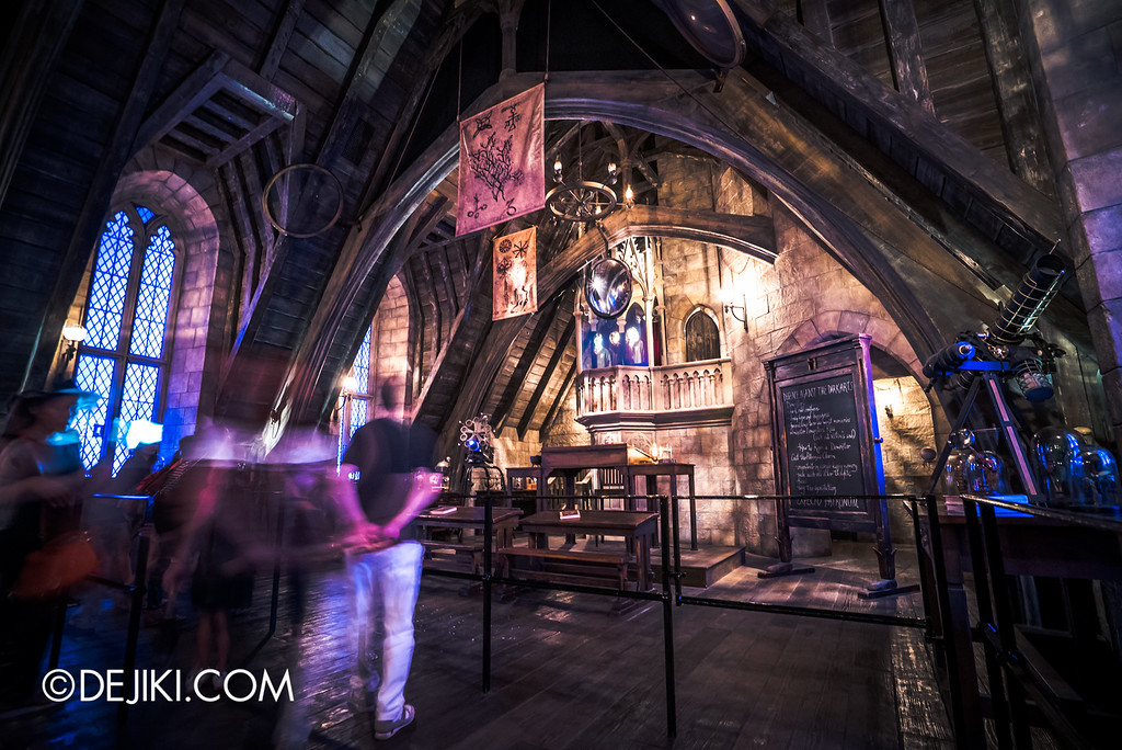 Universal Studios Japan - Harry Potter and the Forbidden Journey / Hogwarts Castle Walk Tour - Defence against the Dark Arts classroom, phantoms