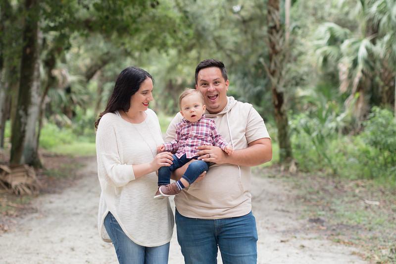 Holiday Minis- Acosta Family-42.jpg