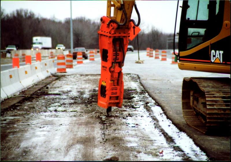 NPK E208 hydraulic hammer on Cat excavator - road construction at 83 & I-71 in Strongsville 12-15-00 (8).JPG