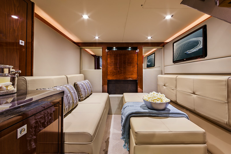 2015-410-Aft-Lounge.jpg
