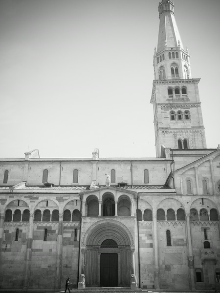 cathedral vertical bw.jpg