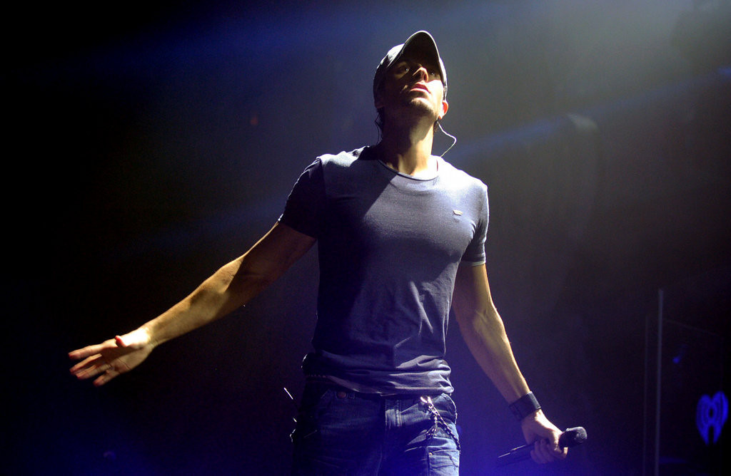 ". Enrique Iglesias performs ""I Like How it Feels\"" at Jingle Ball. (Pioneer Press: Chris Polydoroff)"