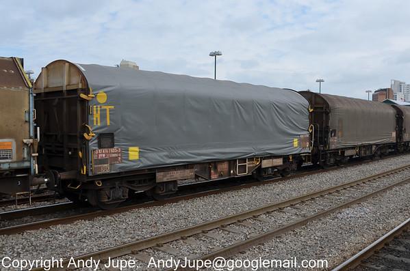 IHA (Sfhimmns) - Enclosed Steel Carrier Wagon