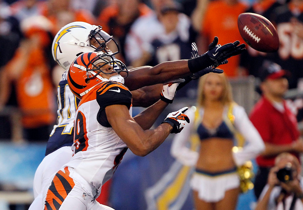 . San Diego Chargers wide receiver Danario Alexander (L) cannot reach the ball for a touchdown as Cincinnati Bengals cornerback Leon Hall (29) defends during the fourth quarter of their NFL football game in San Diego, California December 2, 2012. The Bengals won the game 20-13.  REUTERS/Alex Gallardo