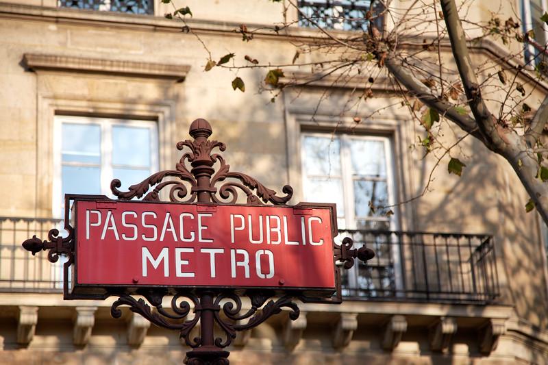 Paris Metro Passage