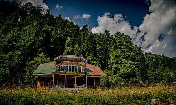 Yenas Lodge