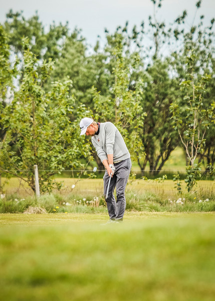 Rúnar Arnórsson, GK, vippar inn á 10. flöt á Garðavelli.  Mynd/seth@golf.is