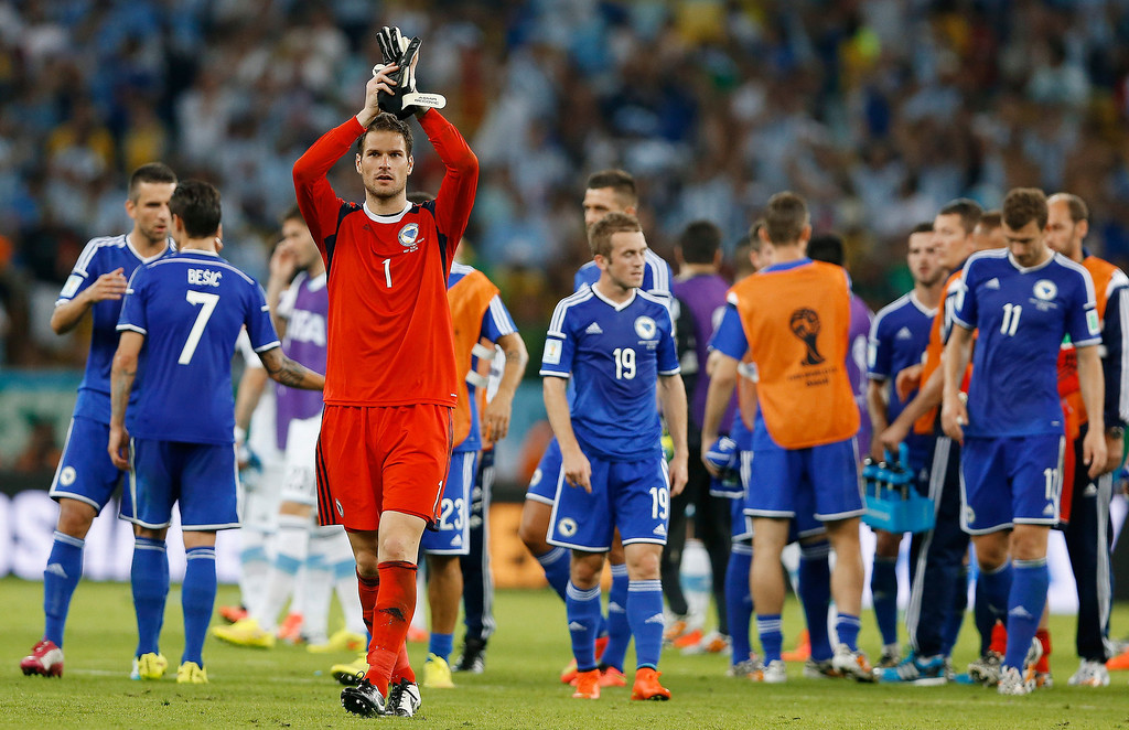 . Bosnia\'s goalkeeper Asmir Begovic (1) applauds spectators following their 2-1 loss to Argentina during a group F World Cup soccer match at the Maracana Stadium in Rio de Janeiro, Brazil, Sunday, June 15, 2014.  (AP Photo/Kirsty Wigglesworth)