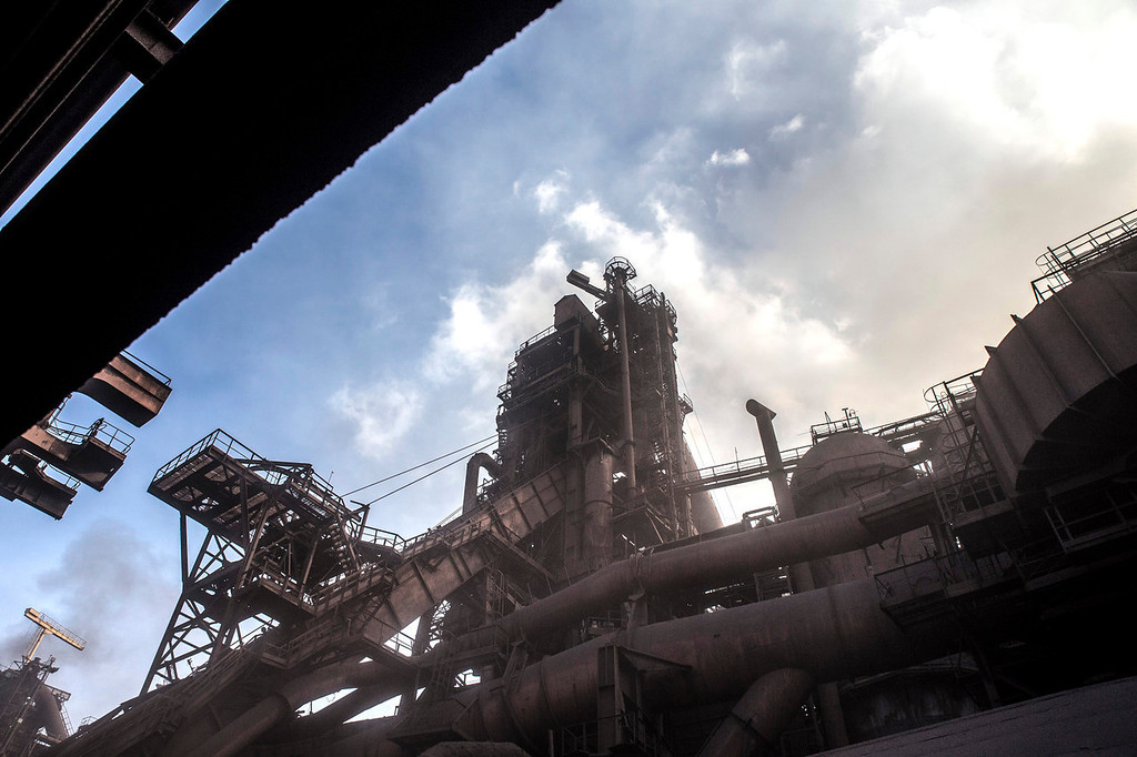 . Pipe work surrounds the metal structure of the Zaporizhstal steel plant, owned and operated by Metinvest BV, at their site in Zaporizhzhya, Ukraine, on Monday, Oct. 14, 2013. Metinvest BV, Ukraine\'s largest steelmaker, last year acquired 49.9% in steelmaker Zaporizhstal a manufacturer of semi-finished steel products, including hot and cold-rolled plates and coils. Photographer: Vincent Mundy/Bloomberg