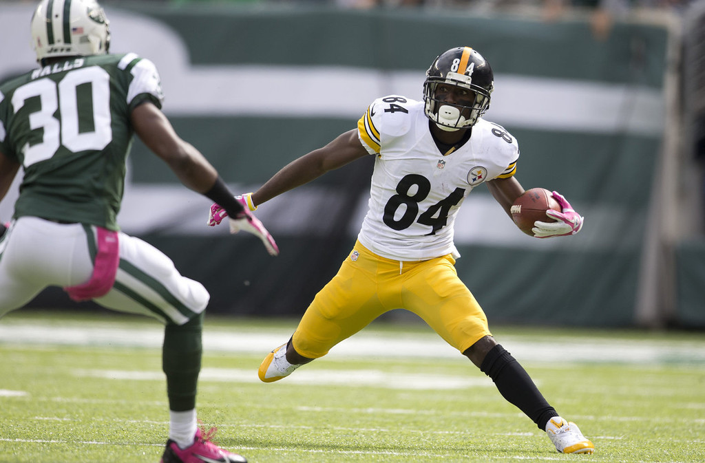 . Wide receiver Antonio Brown #84 of the Pittsburgh Steelers attempts to avoid the tackle of defensive back Darrin Walls #30 of the New York Jets on October 13, 2013 at MetLife Stadium in East Rutherford, New Jersey. (Photo by Mitchell Leff/Getty Images)