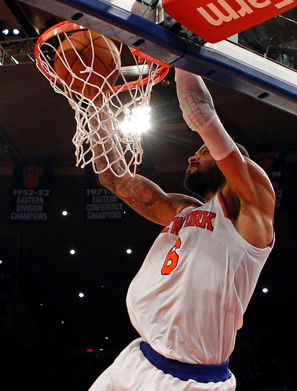 . New York Knicks center Tyson Chandler dunks the ball against the Denver Nuggets in the fourth quarter of their NBA basketball game at Madison Square Garden in New York, December 9, 2012.  REUTERS/Adam Hunger