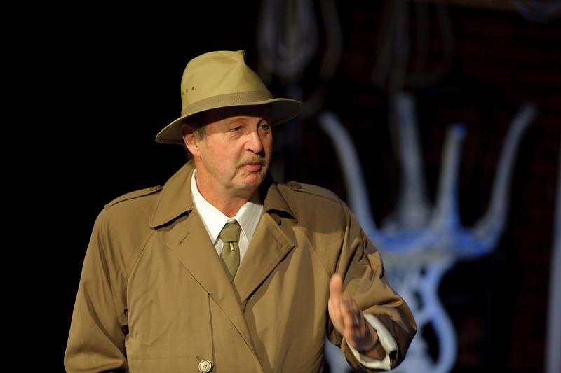 Gary Evans is Lieutenant Frank Cioffi.