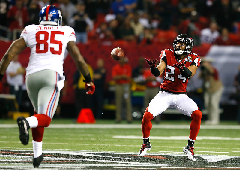 . Chris Hope #24 of the Atlanta Falcons scoops up a fumble by the New York Giants at Georgia Dome on December 16, 2012 in Atlanta, Georgia.  (Photo by Kevin C. Cox/Getty Images)
