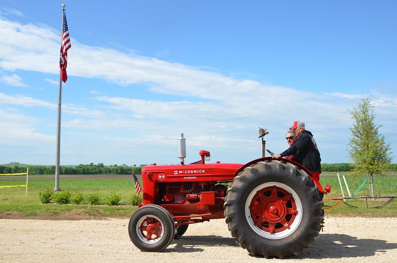 tractorcranking2016-0701.jpg