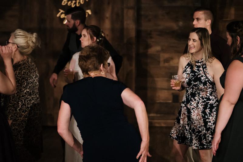 rustic_ohio__fall_barn_wedding-474.jpg