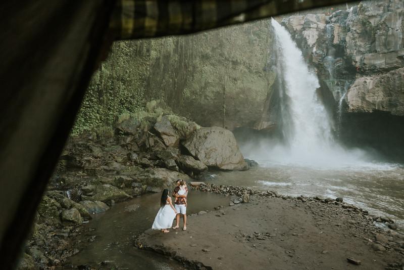 VTV_family_photoshoot_with_waterfall_Bali (56).jpg