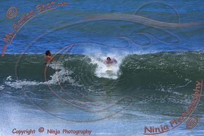 <font color=#F75D59> 2009_11_18 - Surfing Ehukai, North Shore (OAHU) - Kurt</font>