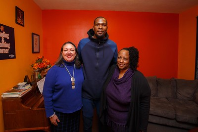 KD Signing Jersey and Posed Shot with Jackie & Sam