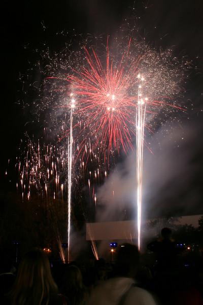 2007_1102putneyfireworks121_edited-1.JPG