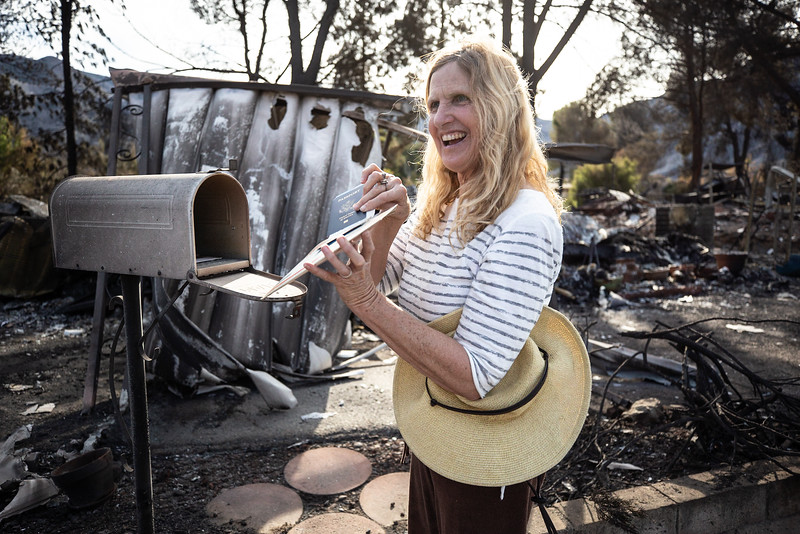 11.15.18 Woolsey Fire Family Returns to Home by Heather Fairchild-12.jpg
