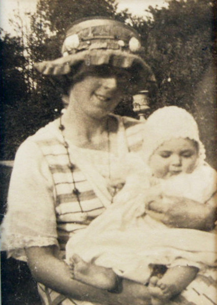 Alice Grace (Williams) Storey with daughter Joan Everard Storey