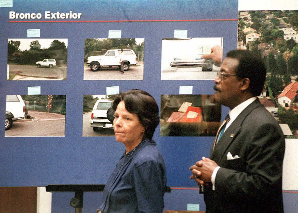 . Rosa Lopez(L), a key defense witness in the O.J. Simpson murder trial, and defense attorney Johnnie Cochran Jr.(R), appear in front of a display of Simpson\'s Bronco truck in Superior Court in Los Angeles 27 February. Lopez, a housekeeper to a neighbor of O.J. Simpson\'s, claims to have seen a white Ford Bronco outside his home at around the time the prosecution claims the murders of Nicole Brown Simpson and Ron Goldman took place.  (POO/AFP/Getty Images)