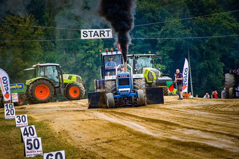 Tractor Pulling 2015-02485.jpg