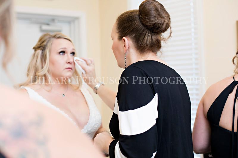 Hillary_Ferguson_Photography_Melinda+Derek_Getting_Ready208.jpg