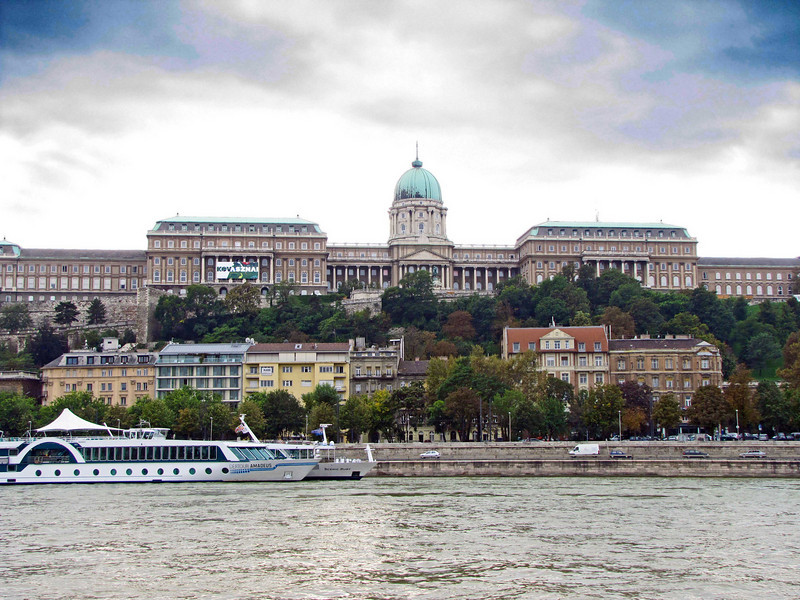 06-Hungarian National Gallery from the tour boat