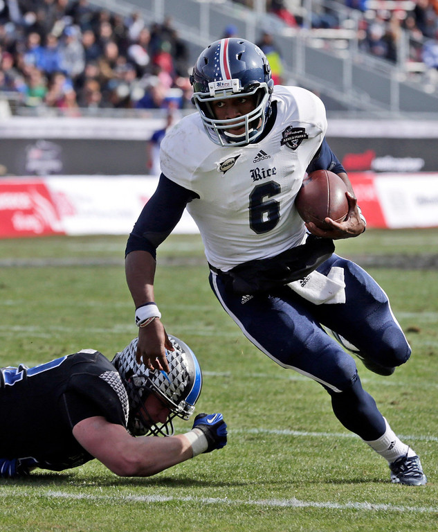 . Rice quarterback Driphus Jackson (6) evades Air Force linebacker Austin Niklas (42) on the keeper during the second half of the Armed Forces Bowl NCAA college football game Saturday, Dec. 29, 2012, in Fort Worth, Texas. Rice won 33-14. (AP Photo/LM Otero)
