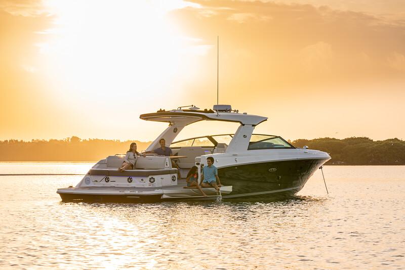 2021-SLX-400-SLX400-lifestyle-starboard-stern-three-quarter-family-swim-terrace-04549.jpg