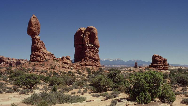 Balanced Rock. Arches National Park, Utah.