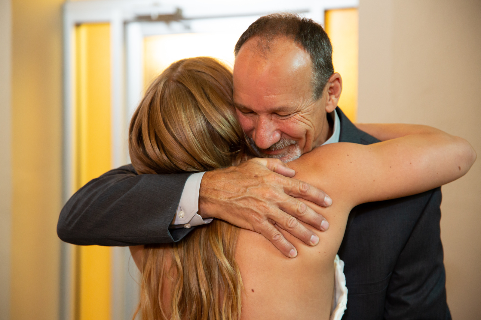Dad gets first look at bride